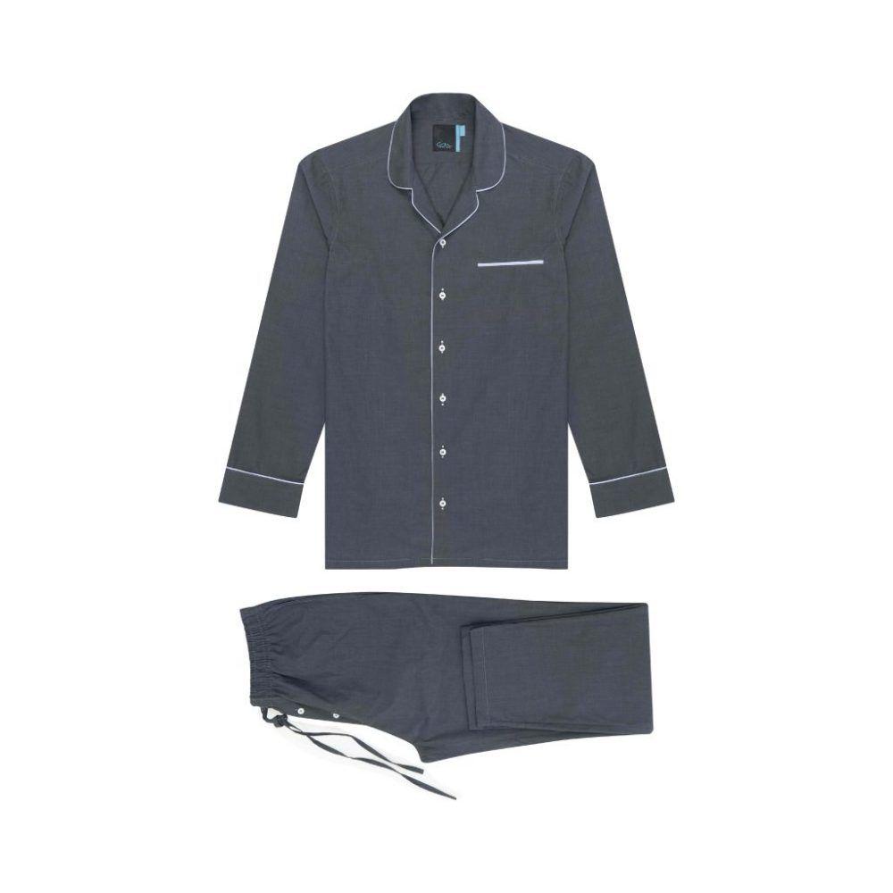 Pijama gris de dos piezas en 100% algodón de origen Español, cómoda y respirable, cuello camisero con solapa, ribetes, bolsillo decorativo y parte inferior con pretina encauchada, bolsillos y cordón.