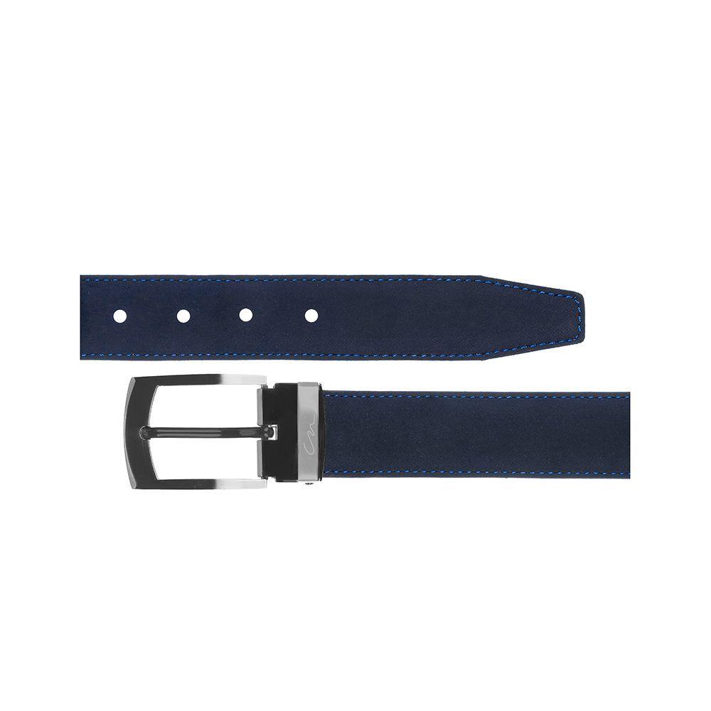 Cinturón azul en gamuza, con delicadas costuras en contraste azul rey y hebilla en níquel.