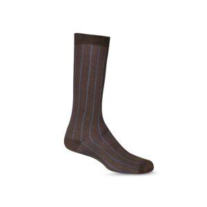 Medias cafés oscuras largas formales, tejidas en algodón mercerizado y elastano. Ideal para un look contemporáneo y elegante.