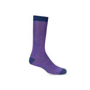 Medias moradas con puntos de colores largas informales, tejidas en algodón con elastano, refuerzo en contraste azul en puño, punteras y talón.