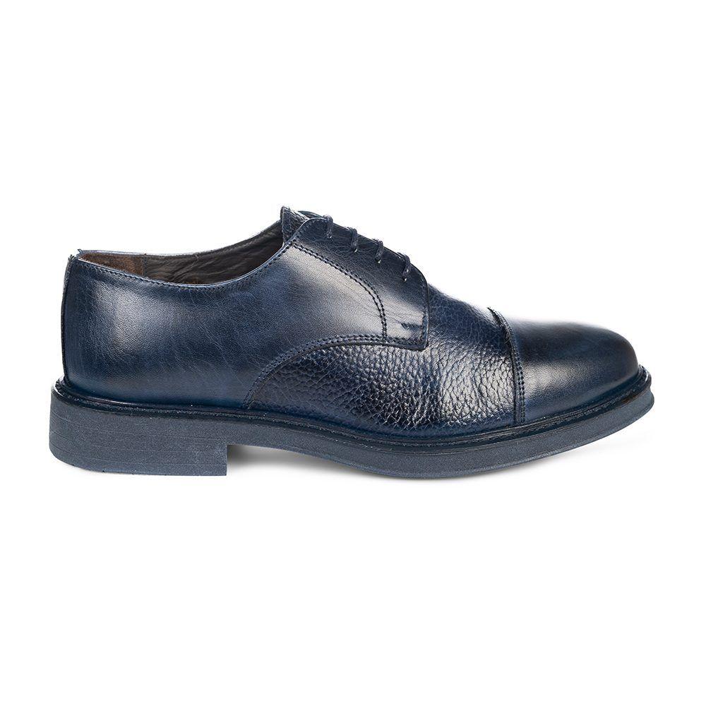 Zapato azul oscuro acordonado