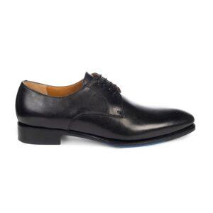 Zapato negro de amarrar