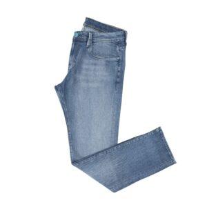 Jean azul claro en algodón con elastano