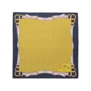 Pañuelo amarillo con estampado de herrajes, correas y cenefa negra en seda de origen Español.