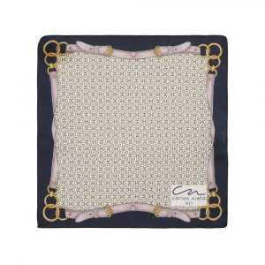 Pañuelo con estampado de herrajes dorados, correas grises y cenefa azul oscura en seda de origen Español.
