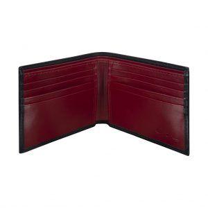 Billetera negra con discreto detalle en contraste y placa metálica.