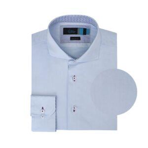 Camisa azul doble uso en Algodón 100% Peruano. Silueta slim fit, cuello abierto con button under y contrastes en cuello y puños.