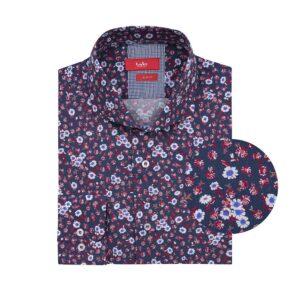 Camisa manga larga, fondo azul oscuro  con diseños en flores, Slim fit, cuello abierto con botón escondido. Algodón de origen Peruano.