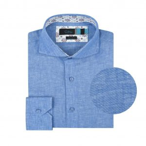 Camisa azul  en fibra natural 100% Lino. Silueta ligera, contrastes internos y cuello abierto con button under.