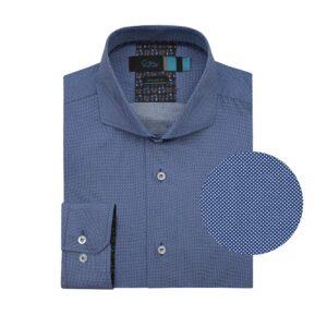 Camisa manga larga, fondo azul micro diseño en puntos blancos, Regular fit, cuello abierto con botón escondido. Algodón de origen Peruano.