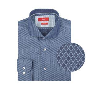 Camisa manga larga, fondo azul con rombos, Slim fit, cuello abierto con botón escondido. Algodón de Republica Checa.