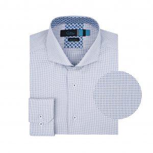 Camisa blanca a puntos azules.  Algodón 100% Italiano (fabricante Albini). Regular fit, cuello abierto con botón escondido.