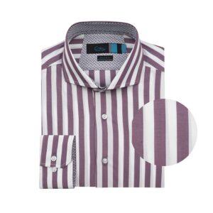 Camisa manga larga, fondo blanco a rayas vinotinto, Regular fit, cuello abierto con botón escondido. Algodón de origen Peruano.