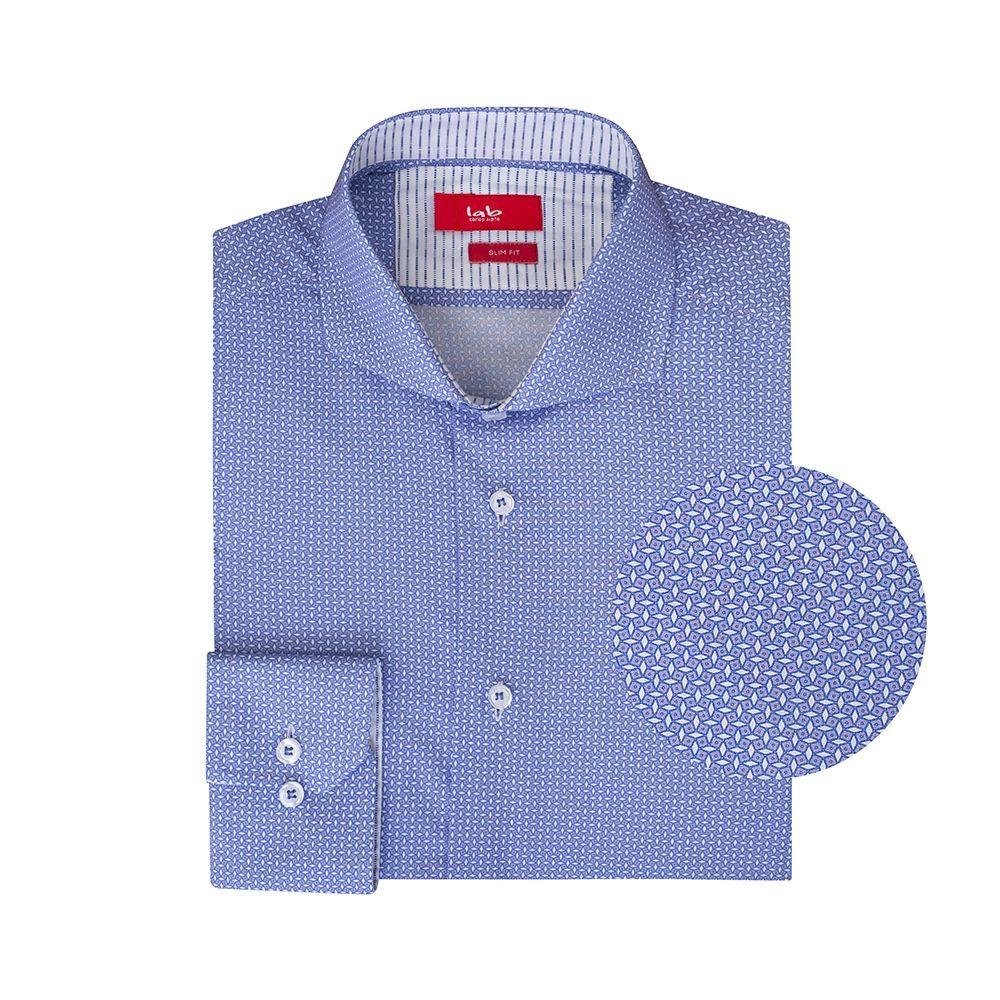 Camisa lila estampada en Algodón 100% de origen Italiano, silueta slim fit y cuello abierto button under, contrastes internos para lograr un look moderno y sofisticado.