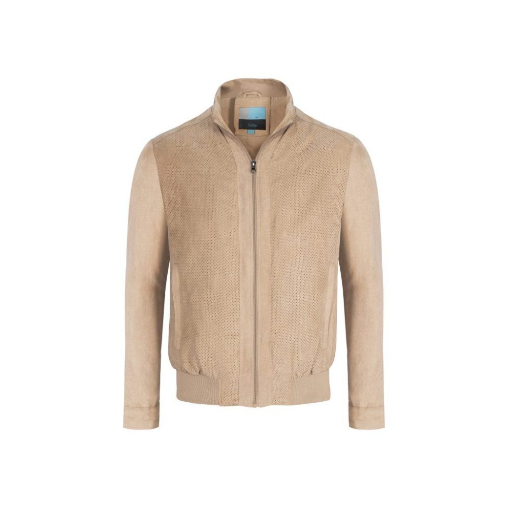 Chaqueta beige tipo bomber jacket.
