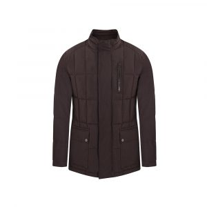Chaqueta acolchada diseño en rectangulos color vinotinto, bolsillos de parche con broches doble uso, Regular fit elaborada en tejido 100% Poliéster técnico de origen español.