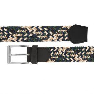 Cinturón trenzado con mezcla de tonos verdes, azules y beige que permite elasticidad.