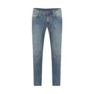 Jean azul stone medio en mezcla Algodón elastano la cual brinda un mayor confort, silueta slim fit y apliques personalizados.