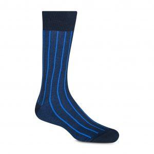 Medias largas azules con rayas en contraste, costuras suaves, refuerzo a tono en puño, punteras y talón.