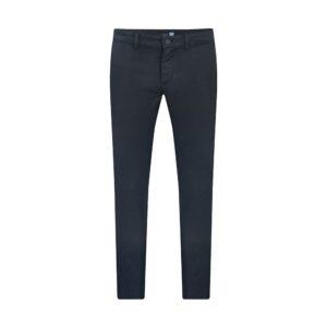 Pantalón azul slim fit tipo chino. Confeccionado en Algodón 100% Español, tejido que se adapta al cuerpo brindando confort.