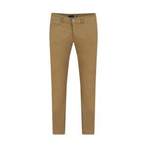 Pantalón kaki micro diseño slim fit tipo chino. Confeccionado en Algodón 100% Español, tejido que se adapta al cuerpo brindando confort.