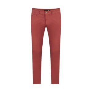 Pantalón rojo slim fit tipo chino. Confeccionado en Algodón 100% Español, tejido que se adapta al cuerpo brindando confort.