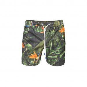 Pantaloneta de baño con estampación multicolor. Pretina encauchada, con cordón y punteras personalizadas, bolsillo posterior con velcro. Base textil con tecnología de rápido secado.
