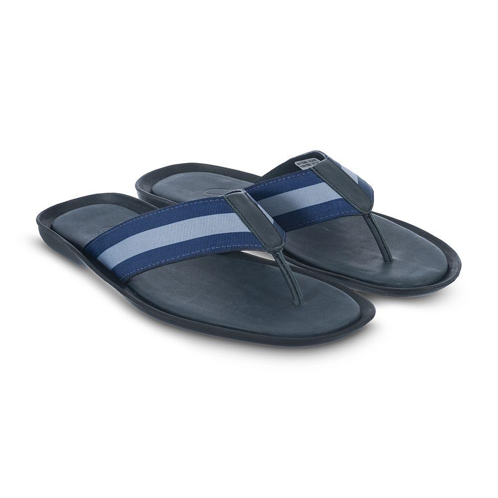 Sandalia azul tipo pala elaborada en cuero napa con contrastes en correa azul y gris.