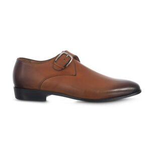 Zapato miel esfumado en punta con cierre de hebilla.